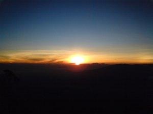 Kehangatan Matahari Terbit dipuncak Sang Arjuna.