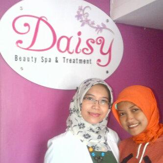Dr. Ana dan salah satu asistennya