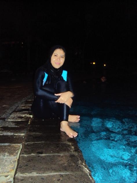 Renang Malem....Nice.... :)