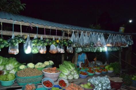 Penjual sayur dan buah untuk buah tangan jual sampai malam