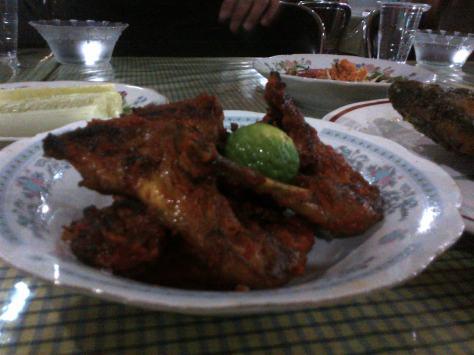 Lalapan Ayam Bakar Desa Taliwang..Laziiezz..