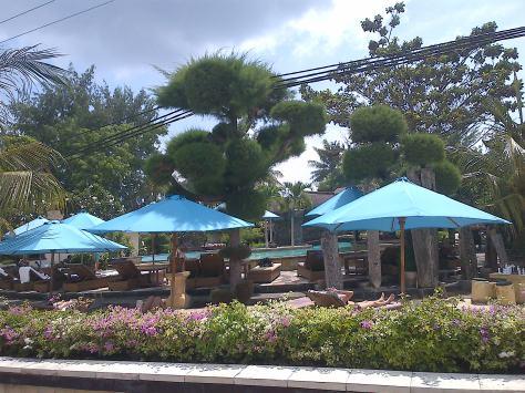Taman bagian depan Villa Ombak