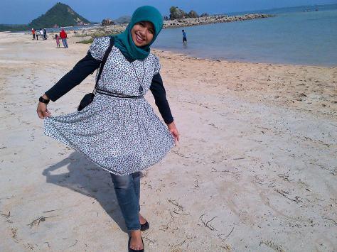 Pantai Kuta Pulau Lombok, dengan Pasirnya sebesar biji-biji merica