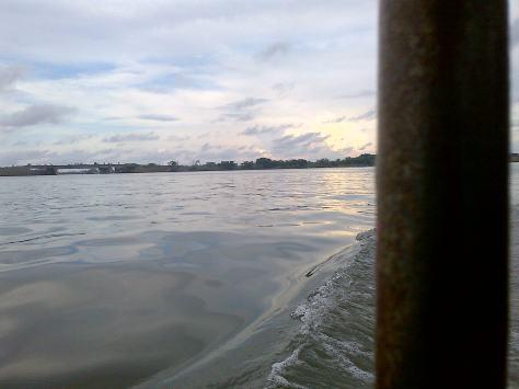 Suasana saat menaiki perahu Bebek.