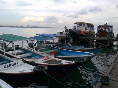 Perahu-perahu yang bersandar di dermaga