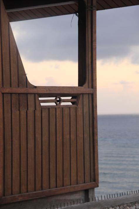 Beautiful Spot!! Teras Belakang Cottage yang Menghadap Laut