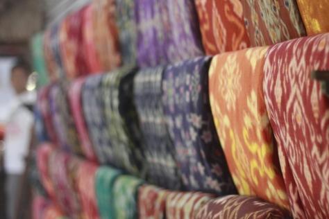 Hasil Tenun karya wanita-wanita Suku di sana yang dijual dengan harga beragam. (Photo by : Mas Wira)
