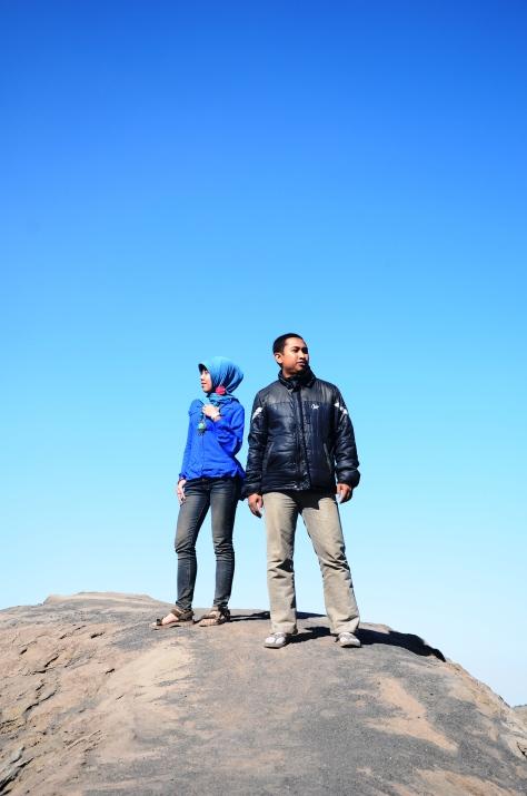 di puncak G. Bromo tanpa pembatas...musti hati-hati (kecebur ke kawah gak lucu JEKK!)