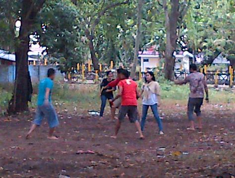 ini adalah Permainan Mangasing (games No.9) atau lebih dikenal dengan sebutan Gobak Sodor.