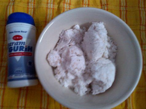 buat taburan kita perlu kelapa parut dan garam